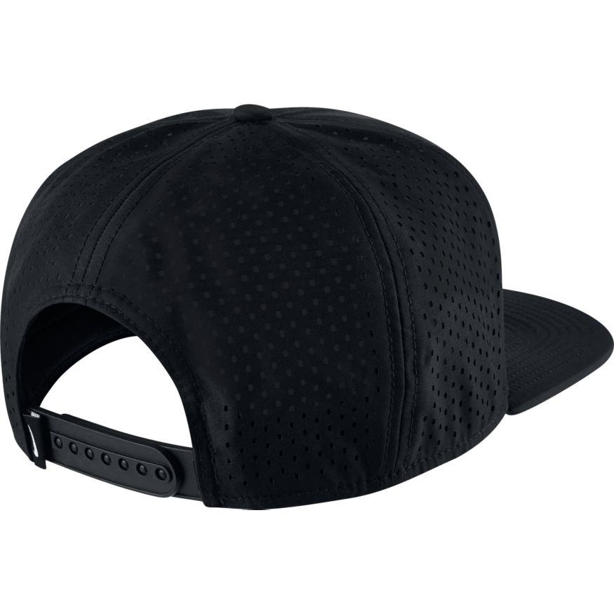 Nike UNISEX PRO TECH CAP ALL BLACK- Nava Sport - Vi selger klær og ... 0037465784d3