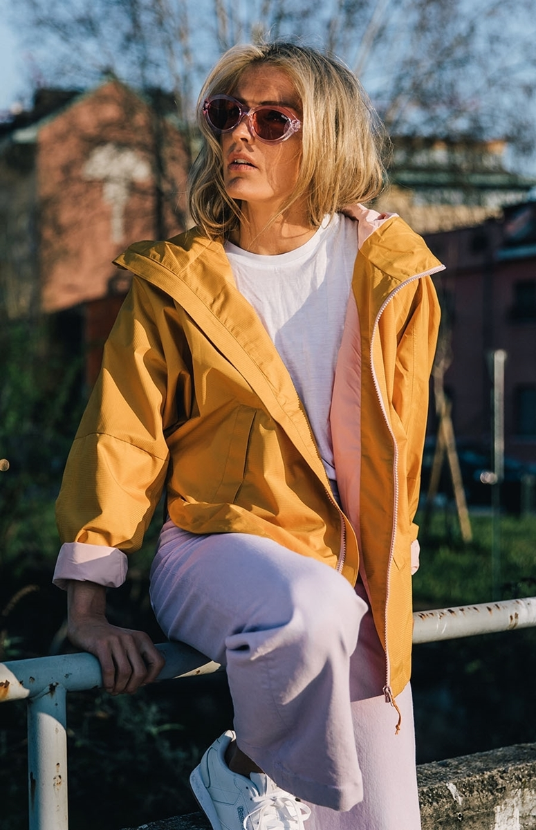 Bilde av Johaug  Silhouette Poncho Jacket SUNFL