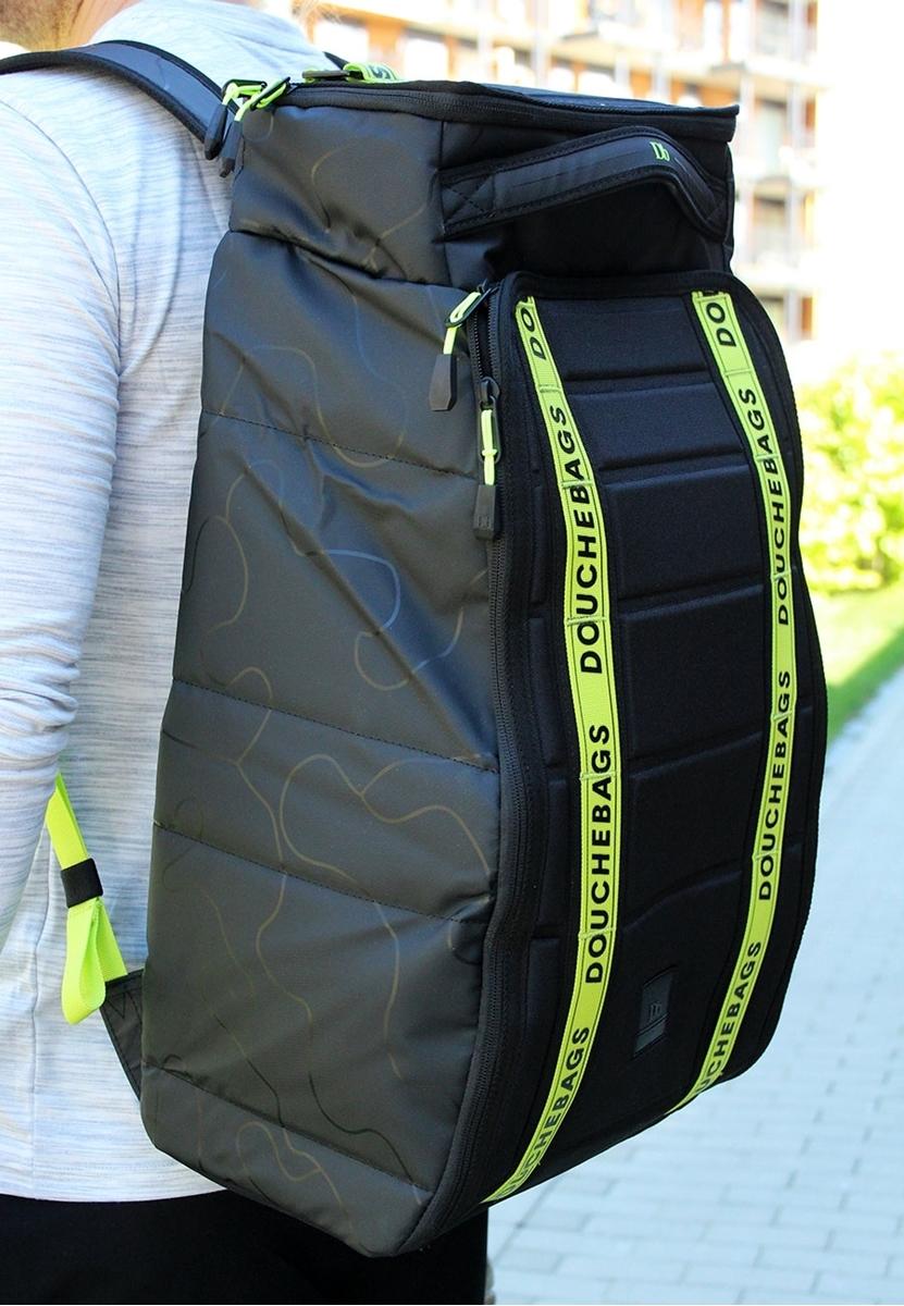 Bilde av Douchebag The Hugger 30L EVA Black W/Neon Printing